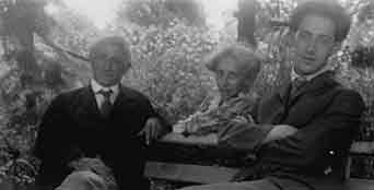 Fritz Kahn with his parents, Berlin, c. 1914